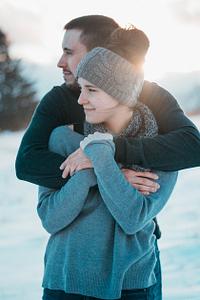 white-man-hugging-white-woman-protect