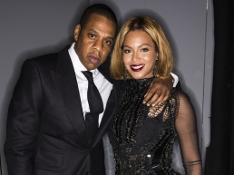 Jay Z and Beyonce dressed in all black suit and dress